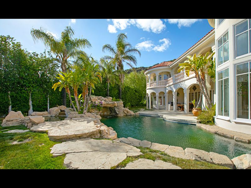 Семейное гнездо бакалавра Пэда: Джон Стамос демонстрирует свой особняк за 5,8 млн .$